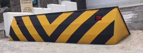 CSG 10503 Vehicle blocking wedge barrier withstanding impacts of up to 50mph